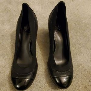 Tory Burch Carrie black quilted heels size 5.5
